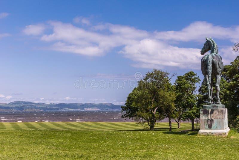 Dalmeny议院的它的宽草坪的,爱丁堡,苏格兰汤姆国王, 库存图片