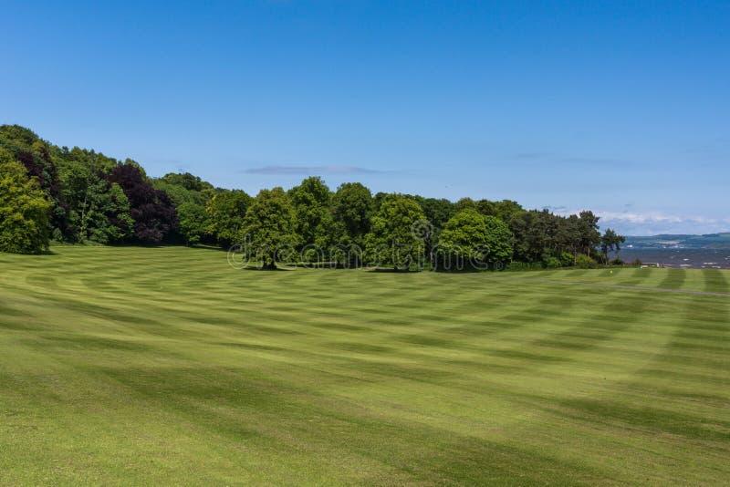 Dalmeny议院,爱丁堡,苏格兰,英国宽草坪  库存图片
