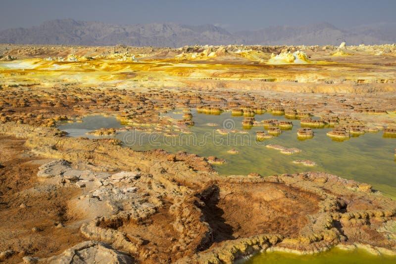 Dalol, депрессия Dankakil Вулканические горячие источники Эфиопии Вулкан земли Earth's самый низкий стоковое изображение rf