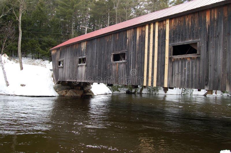 Dalton-abgedeckte Brücke lizenzfreie stockfotografie