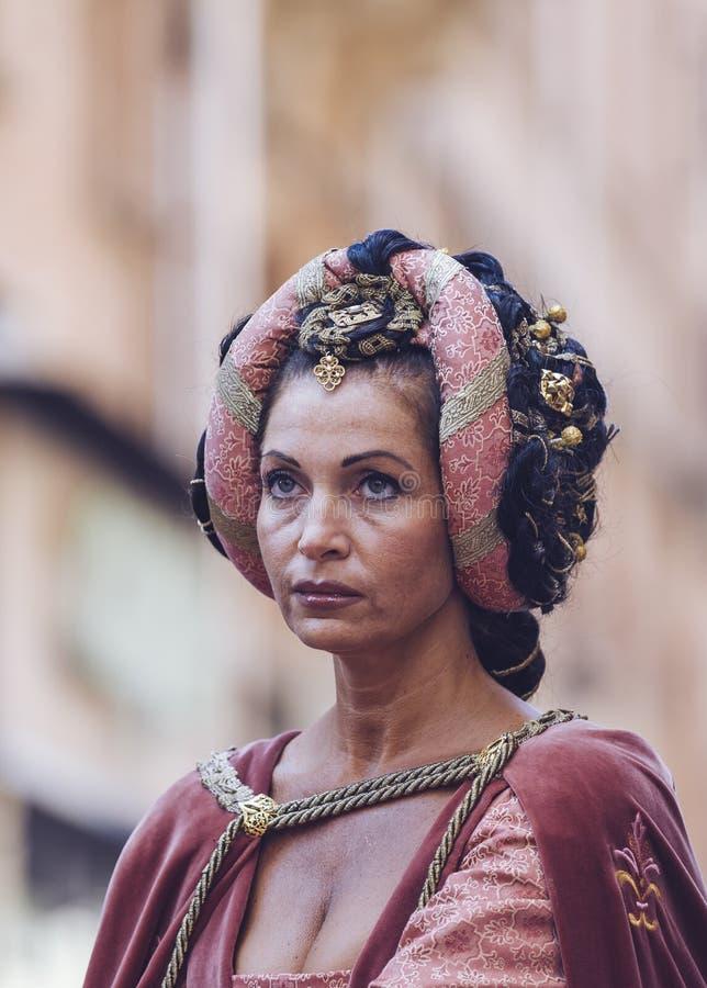 Dam av medeltid royaltyfri foto