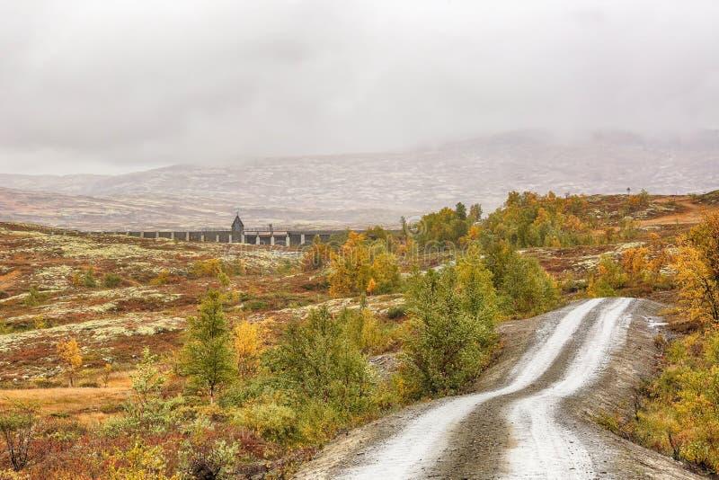 Dam bij het meer Stor Sverje, Noorwegen stock foto's