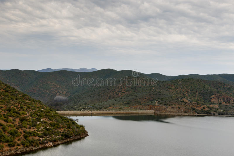 Dam bijna volledig in Calitzdorp stock afbeeldingen