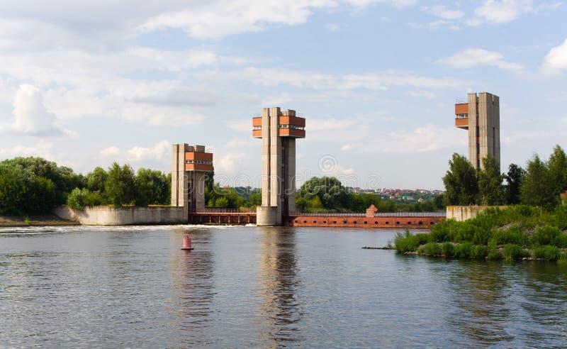 Dam in de rivier van Moskou stock foto's
