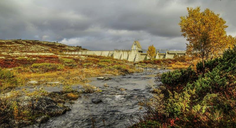 Dam in het nationale park van Forollhogna, Noorwegen royalty-vrije stock fotografie