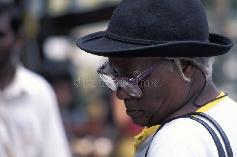 Dam med hatten i Trinidad royaltyfria foton