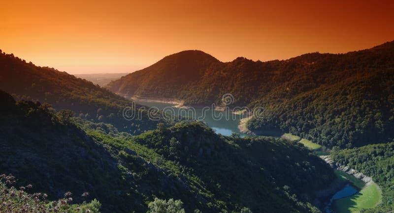 Dam op oostelijke kust van Corsica stock afbeelding