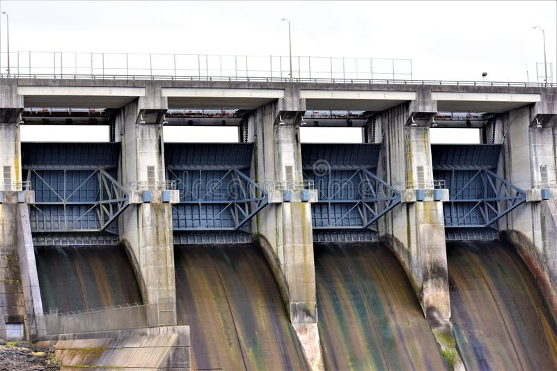 Dam Release Gates Close, J Percy Priest Lake, Nashville, Tennessee imagens de stock