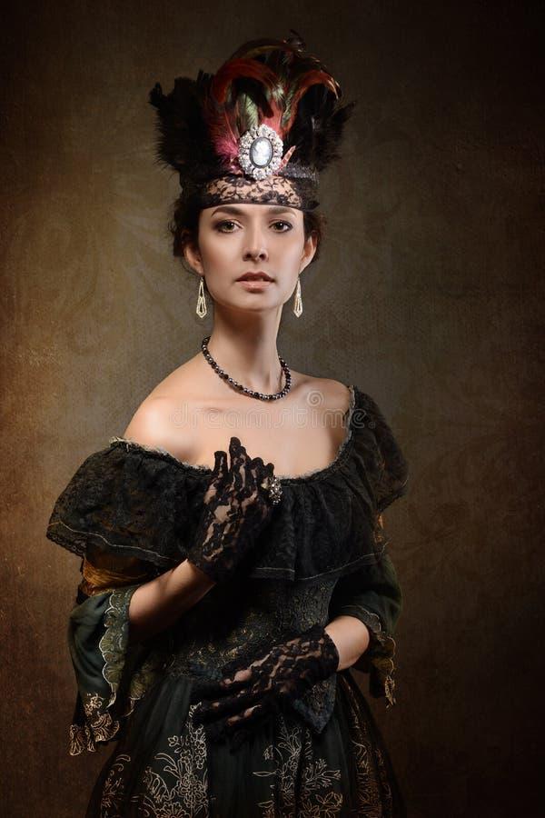 Dam som bär en krona royaltyfri bild