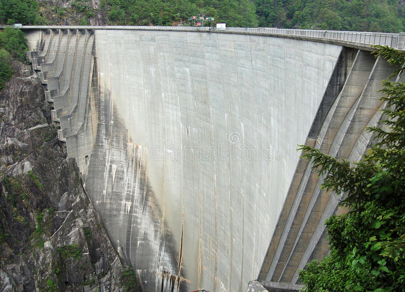 Dam in Val Verzasca (Tessin - Switzerland)