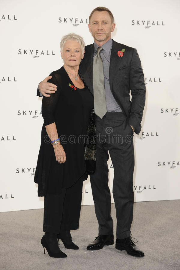Dama Judi Dench, Daniel Craig, Judi Dench, (dama) Judi Dench, James Bond imagens de stock royalty free