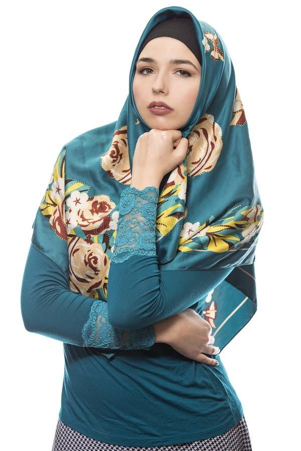 Dama w Hijab Patrzeje Ufny obraz royalty free