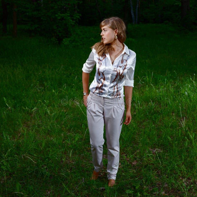 Dama w lesie obrazy royalty free