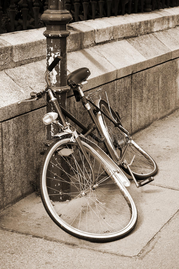 Free Damaged Bicycle Locked To An Iron Pillar Royalty Free Stock Images - 22849909