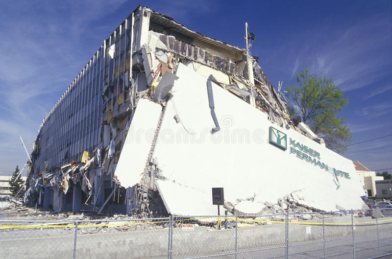 Damaged Kaiser Medical Building. In the Northridge Reseda area of Los Angeles after 1994 earthquake stock images