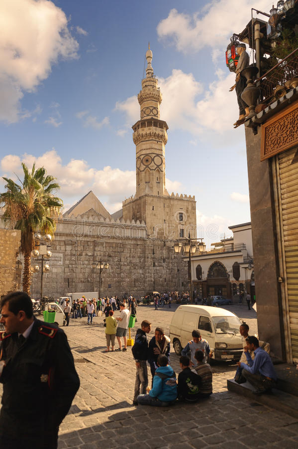 DAMAS, SYRIE - 16 NOVEMBRE 2012 : Minaret de mosquée d'Umayyad d'Al-Hamidiyah Souq dans la vieille ville de Damas Le minaret de Q image stock