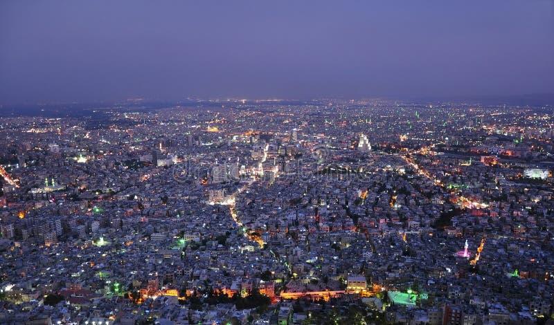 Damas, Syrie, vue aérienne de nuit photo stock