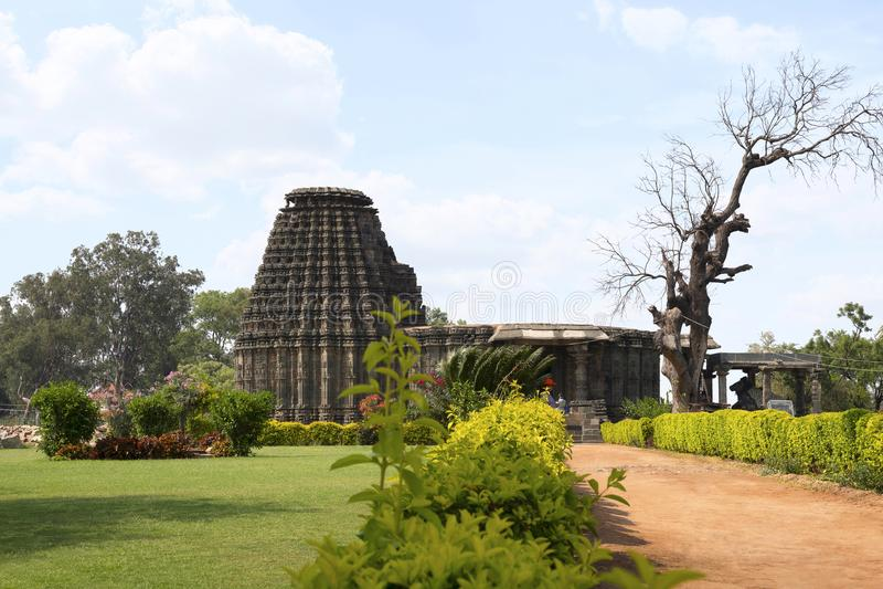DAMBAL, estado de Karnataka, Índia Fachada do templo de Doddabasappa imagem de stock