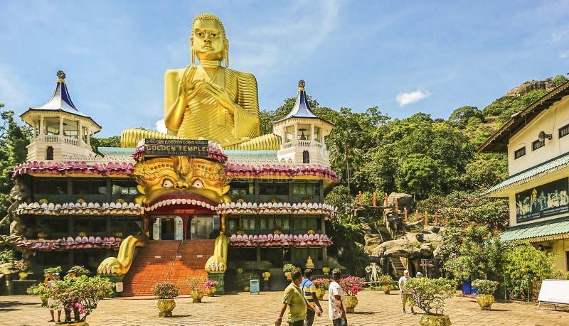 Dambulla洞寺庙,亦称金黄寺庙的看法 免版税库存照片