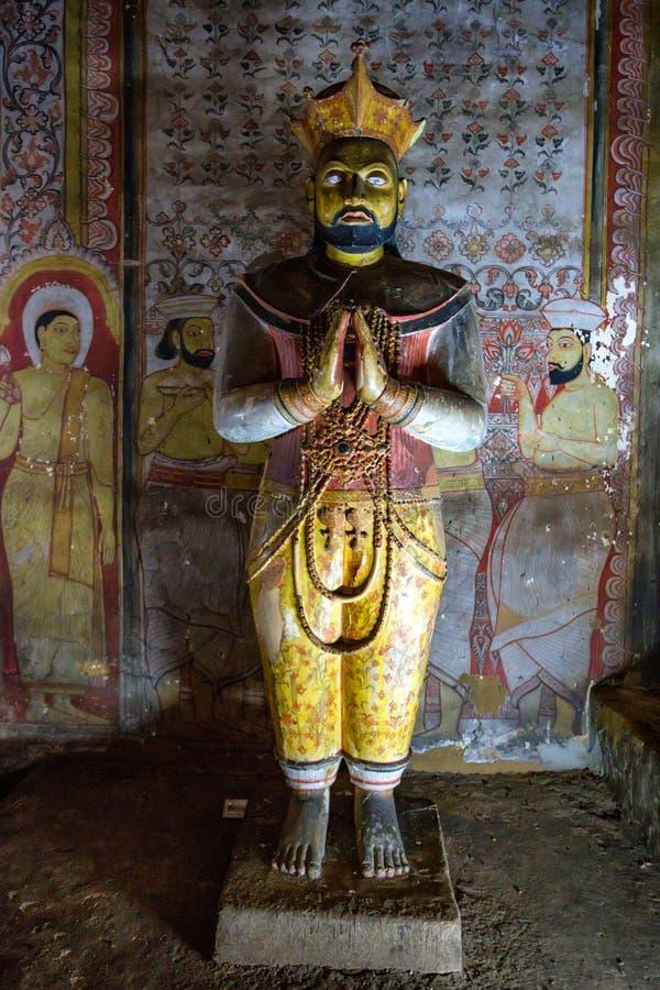DAMBULLA,斯里兰卡- 2016年12月4日:在洞寺庙的菩萨staue在Dambulla 免版税库存图片