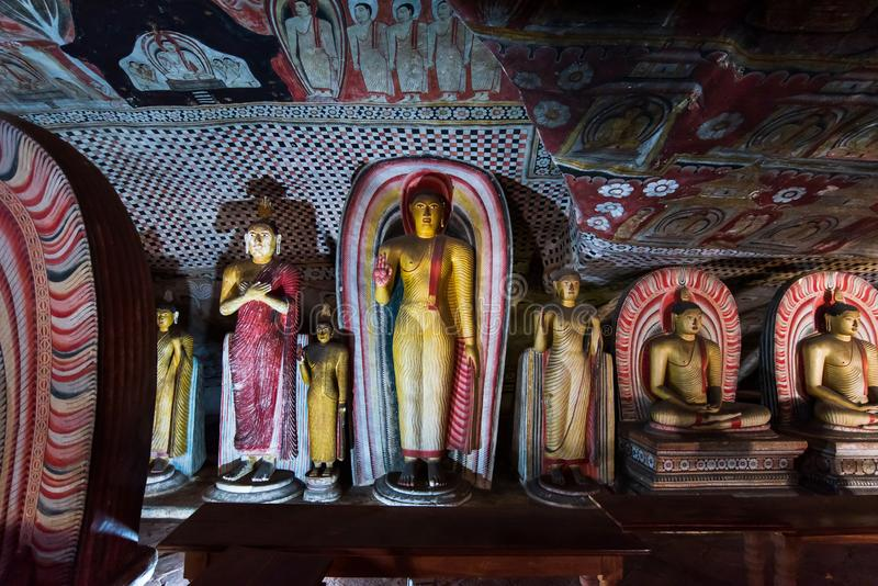 Dambulla, Sri Lanka - 30 de mar?o de 2019: Interior do templo da caverna de Dambulla em Sri Lanka fotos de stock royalty free