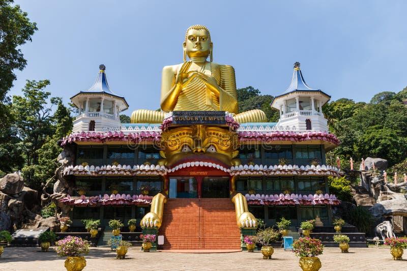 DAMBULLA SRI LANKA - JANUARI 17, 2017: scenisk sikt av den forntida religiösa monumentet i Asien royaltyfria bilder