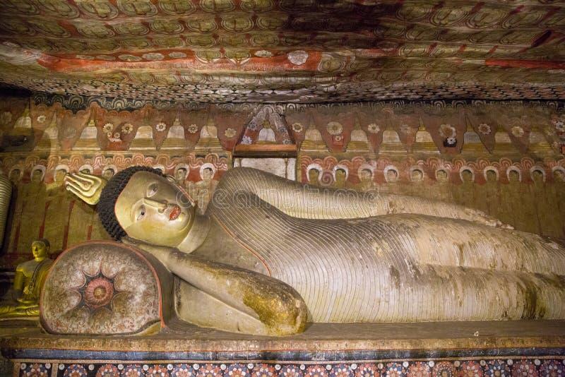 DAMBULLA SRI LANKA - JANUARI 17, 2017: stäng sig upp sikt av forntida traditionella religiösa monument i Asien arkivbild