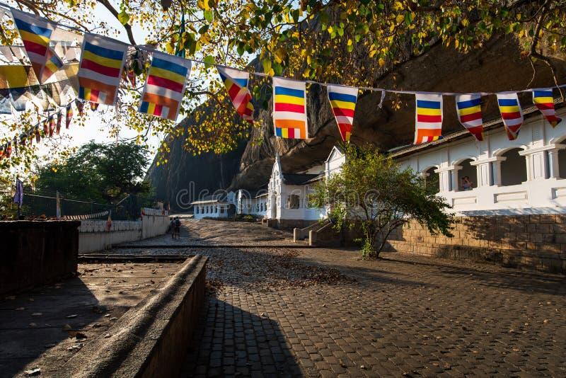 Dambulla, Sri Lanka - Maart 30, 2019: De tempel complexe ingang van het Dambullahol in Sri Lanka royalty-vrije stock afbeelding