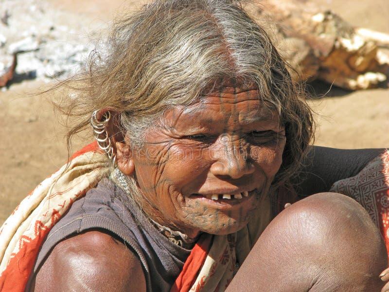 Dame âgée avec le visage de tatouage image libre de droits