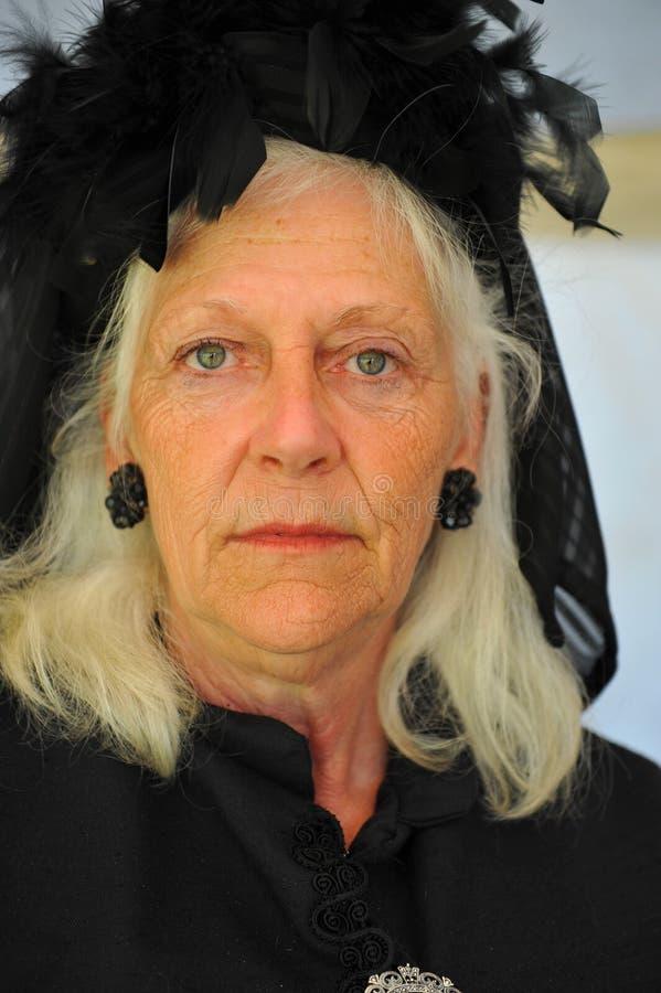 Dame âgée dans le deuil photographie stock libre de droits