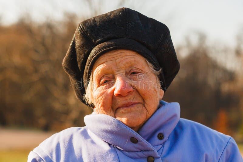 Dame âgée gaie image stock
