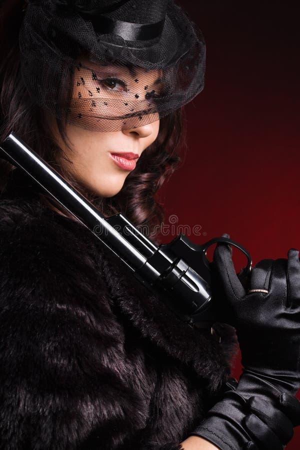 Dame élégante avec un pistolet photographie stock libre de droits