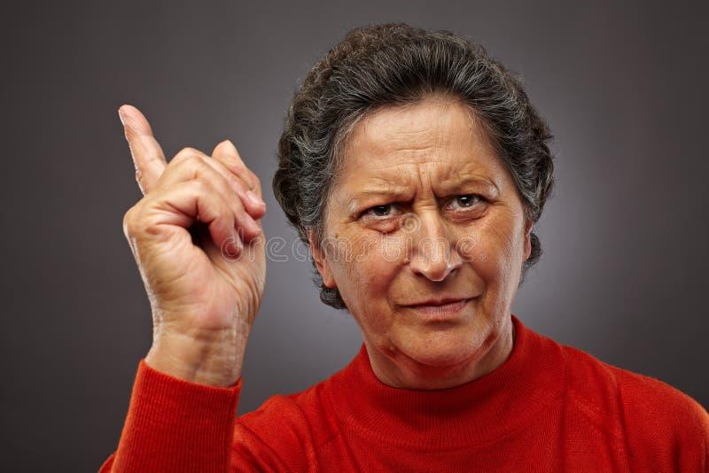 Dame aînée fâchée images libres de droits