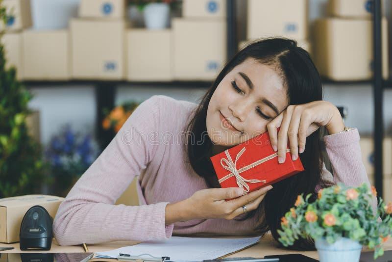 Dame asiatique sur le th?me d'anniversaire photographie stock libre de droits