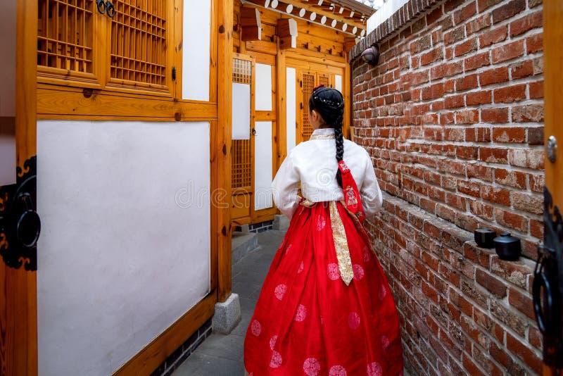 Dame cor?enne dans Hanbok images libres de droits