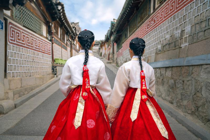 Dame cor?enne dans Hanbok photo stock