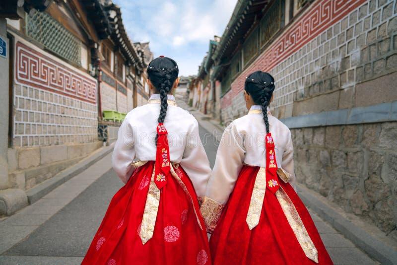 Dame cor?enne dans Hanbok photo stock