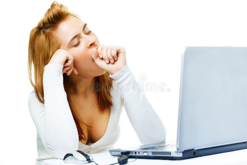 Dame d'affaires au-dessus du blanc frustré avec ses élém. photos stock