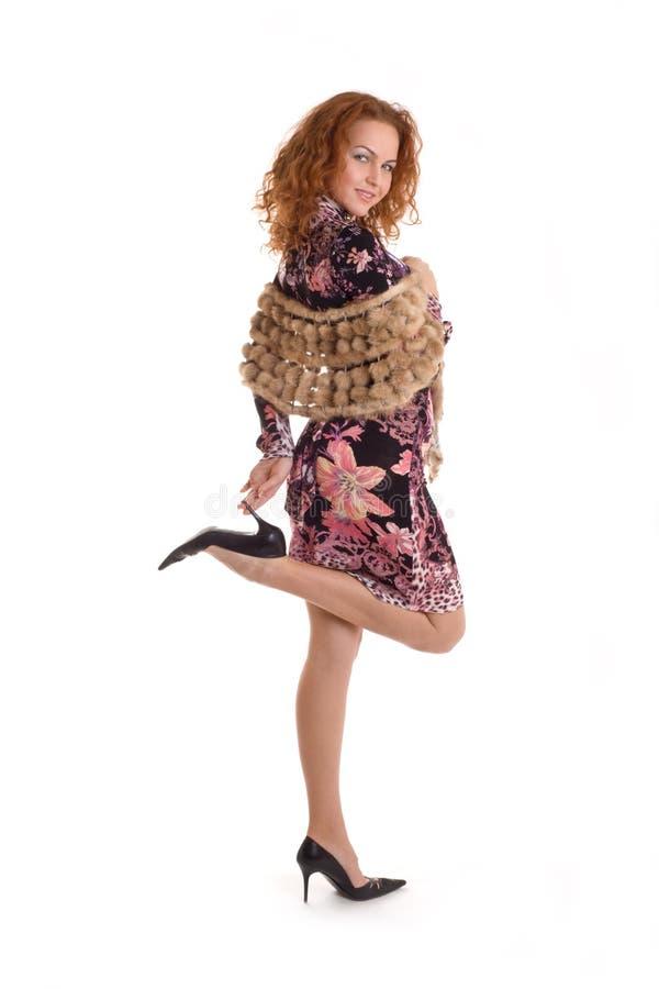 dame dans la robe de denim sur de hauts talons photos libres de droits
