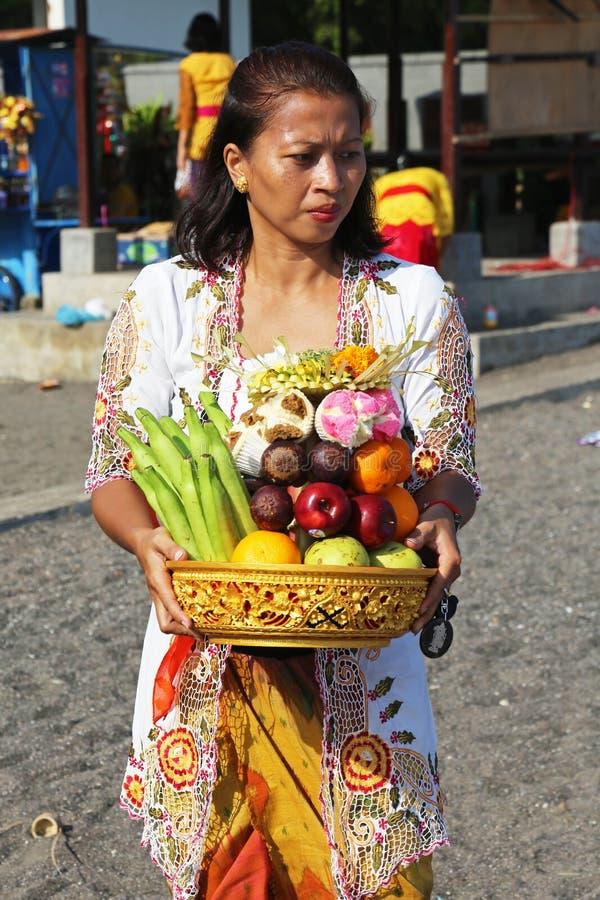 Dame de Balinese à la nouvelle année de Balinese photos libres de droits