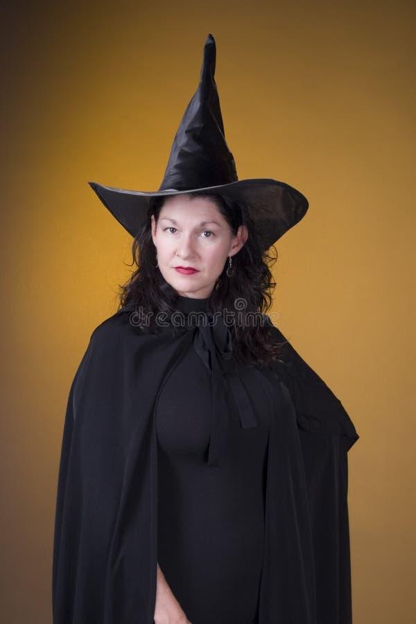 Dame de costume de sorcière image libre de droits