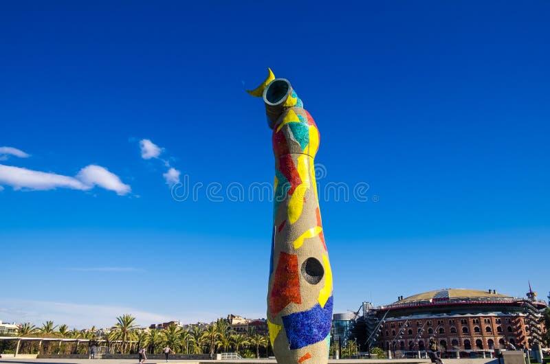 Dame de ` de femme et d'oiseau de ` de statue i Ocell, dans le catalan, créé par J image libre de droits