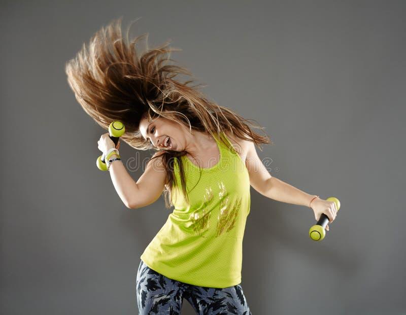 Dame de forme physique faisant la cardio- danse photos stock