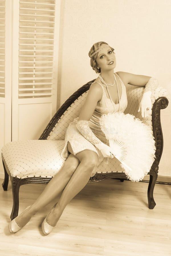 Dame de robe d'aileron avec le ventilateur de clavette image libre de droits