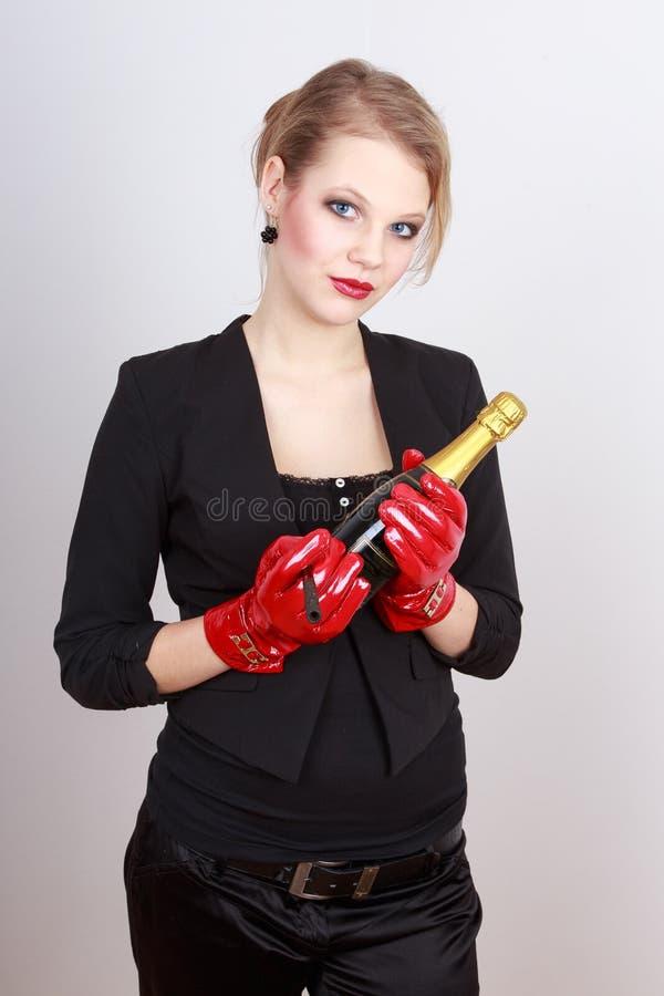 Dame die een fles champagne houden royalty-vrije stock foto's