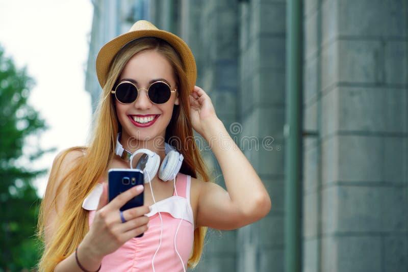 Dame, die selfie macht stockfotografie