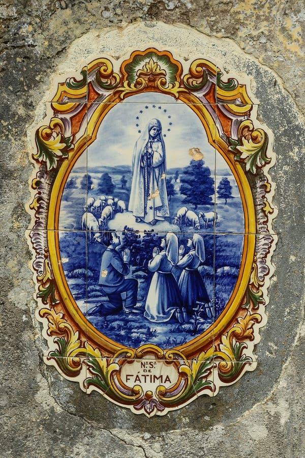 Dame Fatima op ceramische straattegels stock foto's