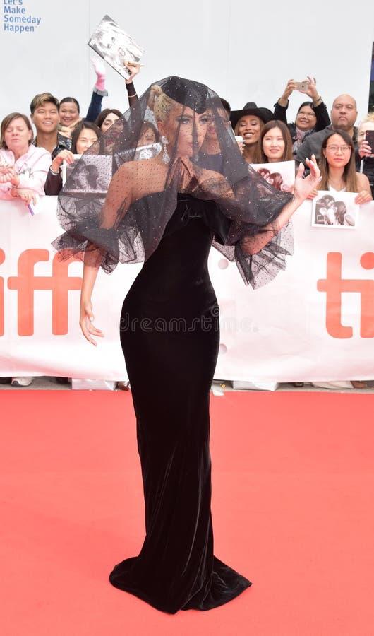 Dame Gaga op rood tapijt bij ` een Ster is Geboren `-filmpremière tijdens TIFF201 stock foto