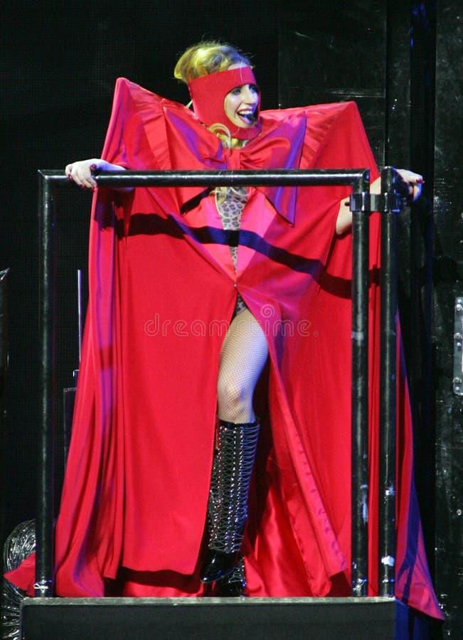 Dame Gaga presteert in overleg stock afbeelding