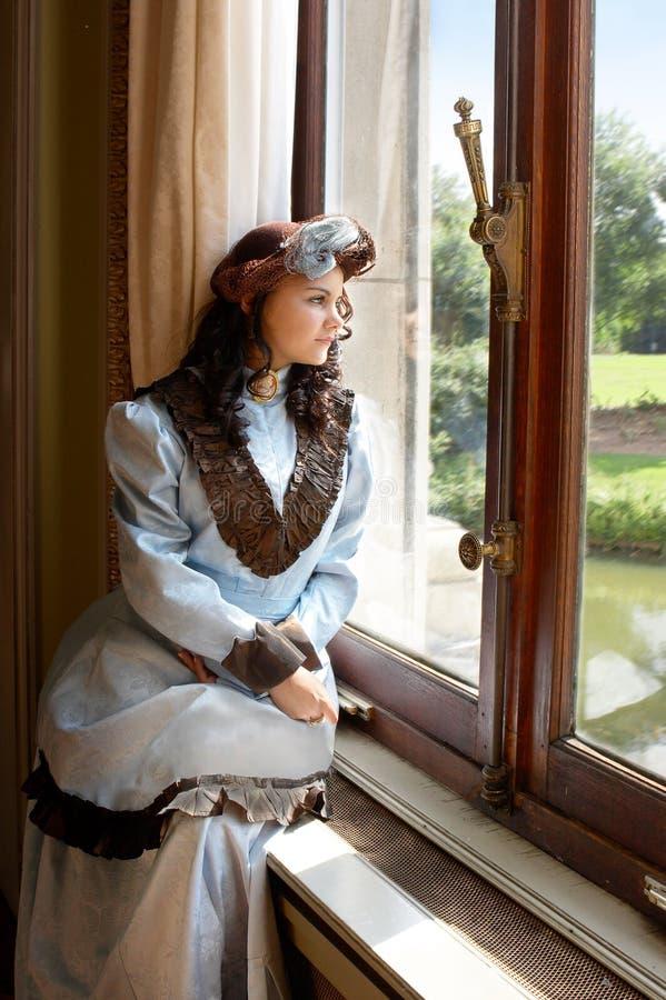 Dame in het kasteel royalty-vrije stock afbeeldingen